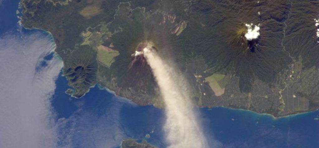 5000 evacuated after eruption