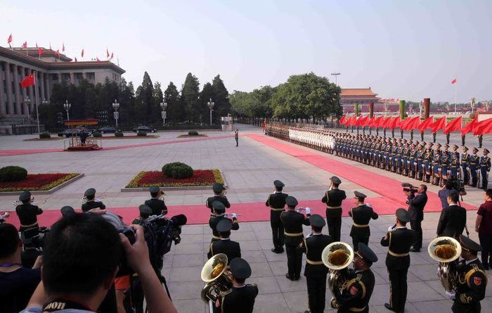 China rolls out red carpet for PM